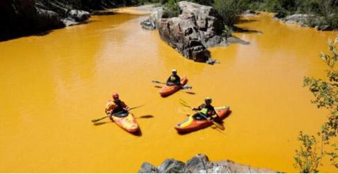 Le acque del fiume Animas rese gialle dagli inquinanti